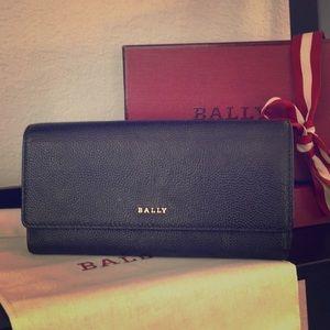 Bally long women's leather wallet